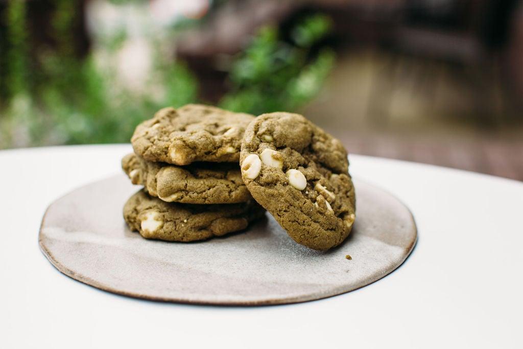 Cardamom-matcha-white-chocolate-chip-cookies-1