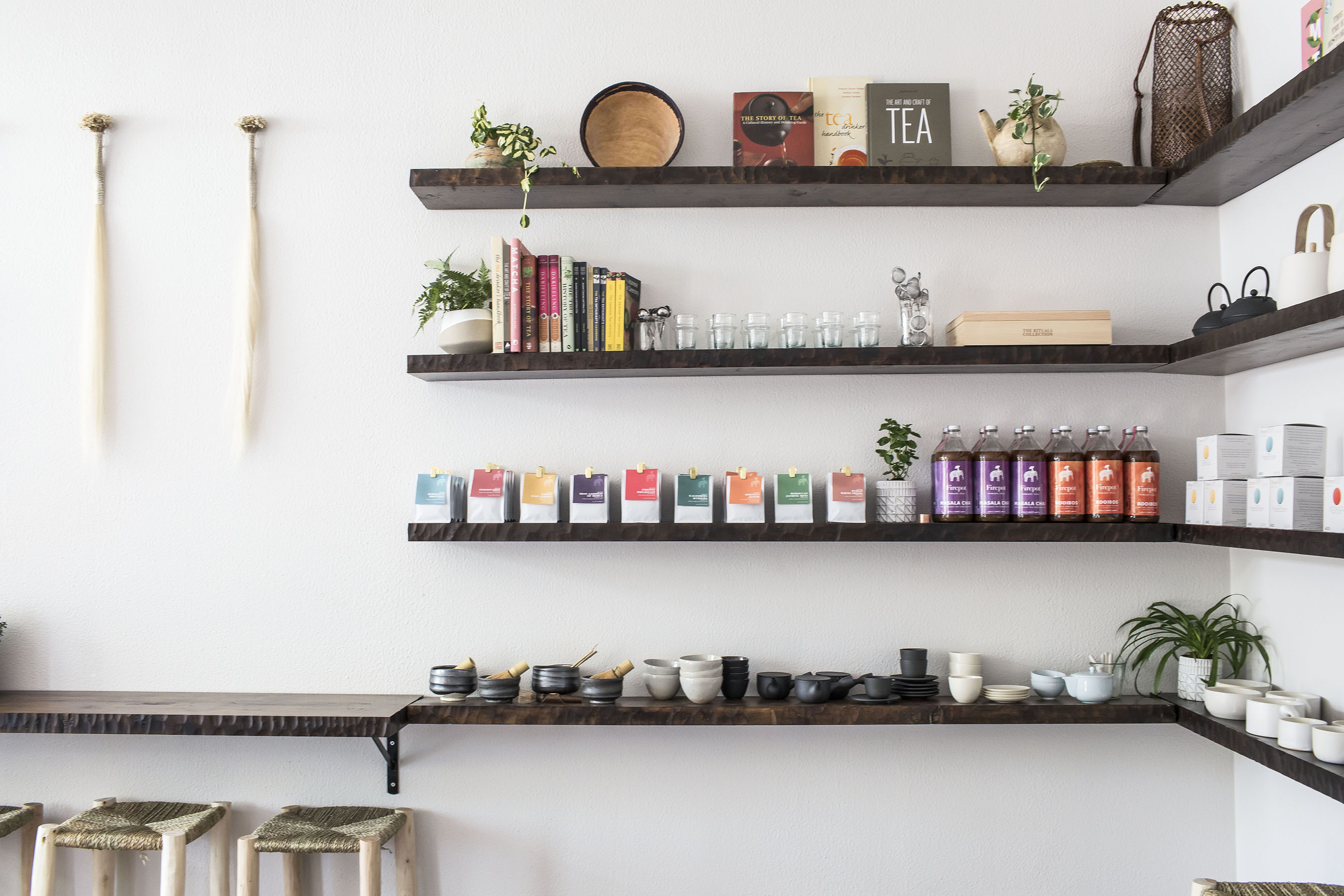 fierpot-tea-bar-shelves